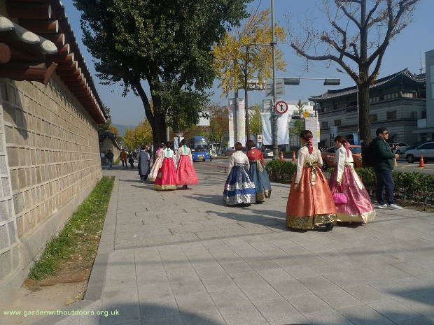 girls in hanbok Seoul